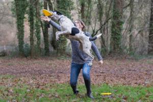 Jager et sophie font du frisbee dreestyle