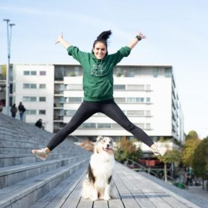 sweat à capuche vert foncé danse avec ton chien