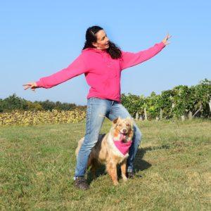 sweat à capuche violet Danse avec ton chien