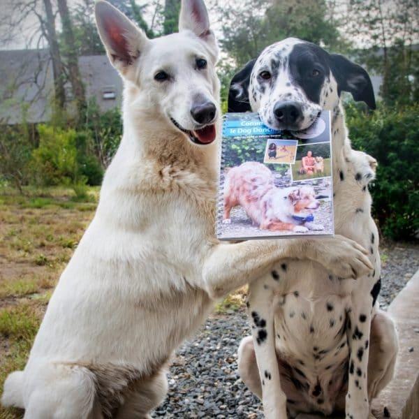 Jager et Navi avec le Livre de Danse avec ton chien